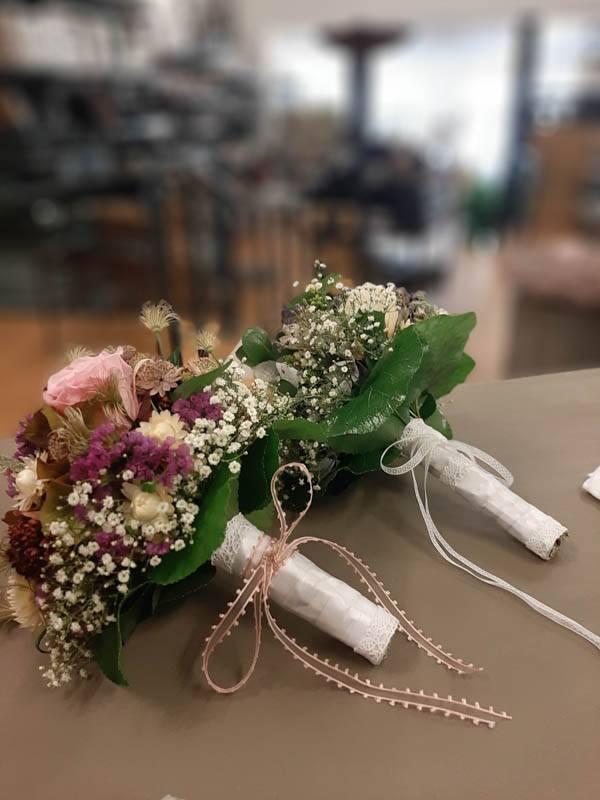 Prachtvolle Hochzeitsfloristik, Ausschmückung der Kirke, Brautstrauss und individuelle Blumenkonzepte | Laufsteg Strausberg