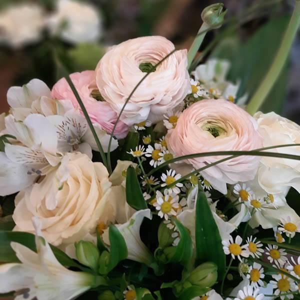 Floristik - Blumen, Gestecke, Blumenstrauss, Hochzeitsdekorationen, Trauerfloristik, Weihnachtsdekorationen bei Laufsteg Strausberg