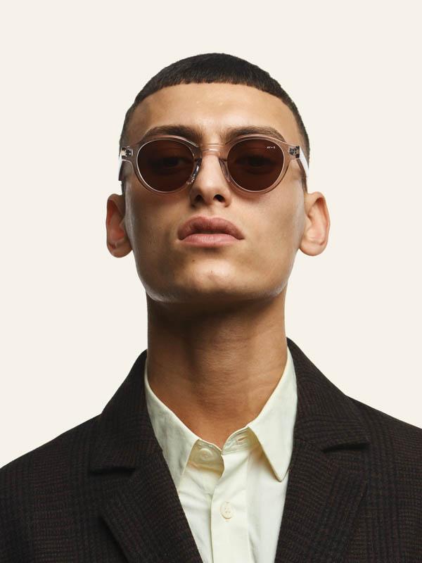 James Ay Sunglasses - Mann mit clear sonnenbrillen - bei Laufsteg-Strausberg